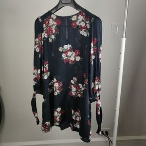 💙Zara💙 Black dress long sleeves floral pattern💙